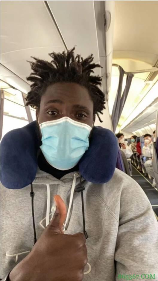 浙江男篮:恩多尔入境手续办完 昨夜已踏上前往国内的航班