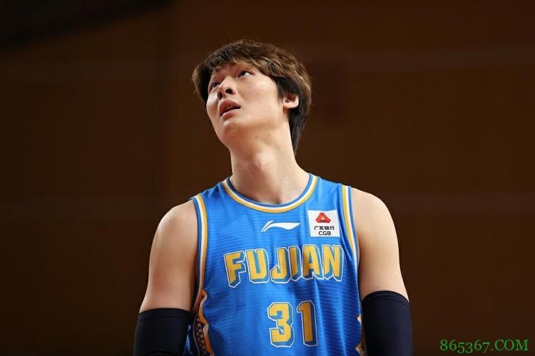 王哲林:无奈退出国家队是因腰伤复发 中国男篮加油