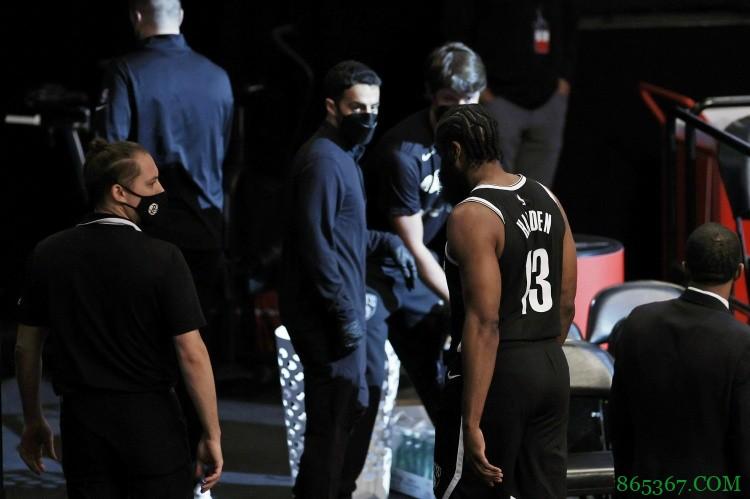训练师:本赛季缺乏训练让球员容易软组织受伤 包括哈登的腿筋