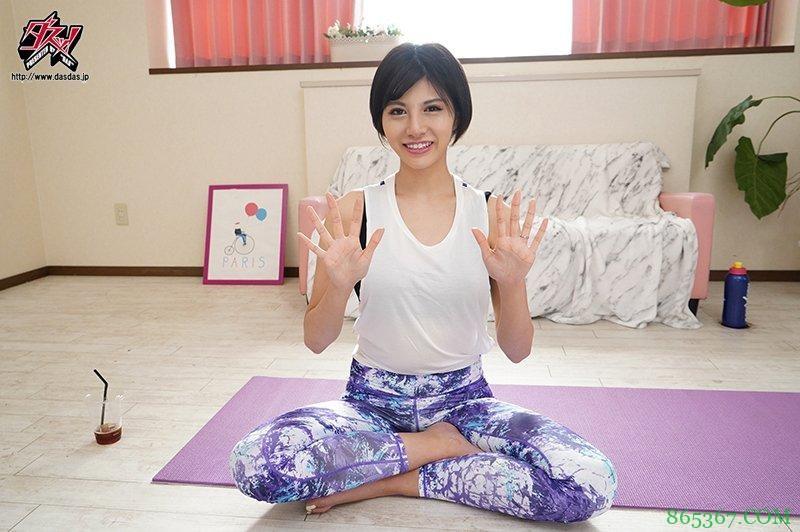 长谷川梨纱PFES-015 巨乳人妻直播练瑜伽令人受不了