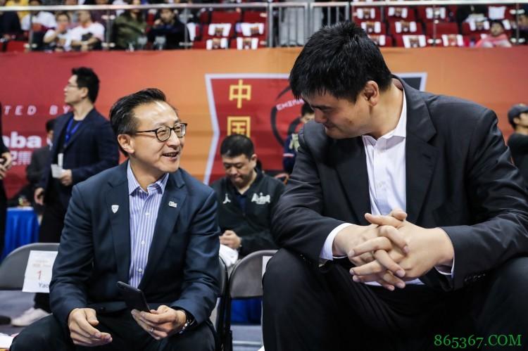 篮网老板蔡崇信转发10年前的今天姚明退役的推文:Respect👊