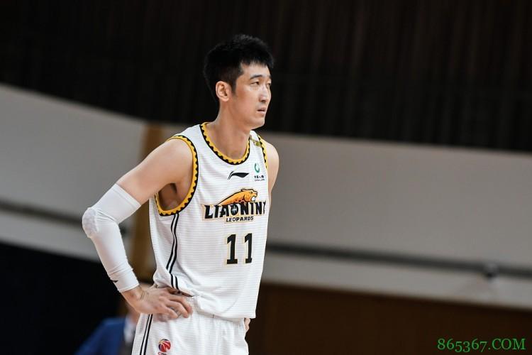 辽篮官方:刘志轩右手第四掌骨骨折 预计需要32周时间康复