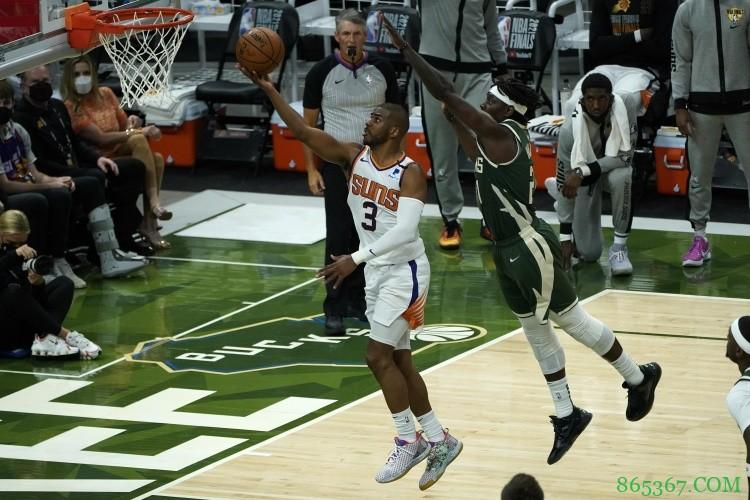霍勒迪:保罗会成为NBA有史以来最出色的控球后卫之一