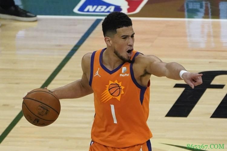 布克砍下个人首次季后赛第10次30+ 比肩里克-巴里&NBA历史第二人