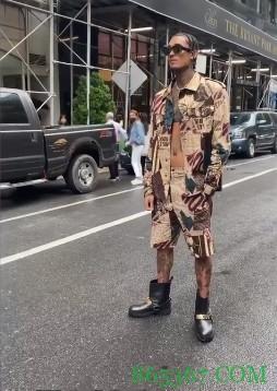 这个穿搭你会打几分?克拉克森INS晒出个人帅照